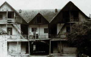 Rückansicht des Hauses der Biedlingmaiers.