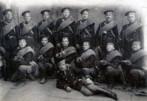 1915: Pflichtbewusste und loyale Kolonisten aus Katharinenfeld im Transkaukasus als Soldaten der russischen Armee.